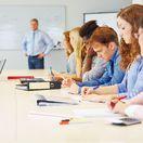 študenti, práca, školenie