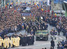 V Bukurešti pochovali zosadeného kráľa. Rozlúčiť sa prišli tisíce Rumunov i európska šľachta