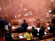 Albánsko, protest, parlament, opozícia