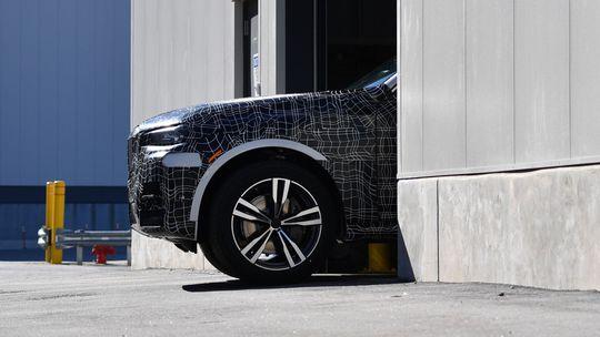 BMW X7: Veľké SUV už štartuje na linkách. Začalo odpočítavanie