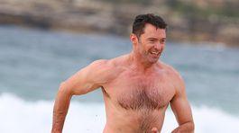Herec Hugh Jackman na známej Bondi Beach trénoval ostošesť.
