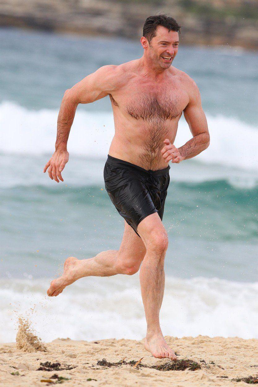 Herec Hugh Jackman na známej Bondi Beach...