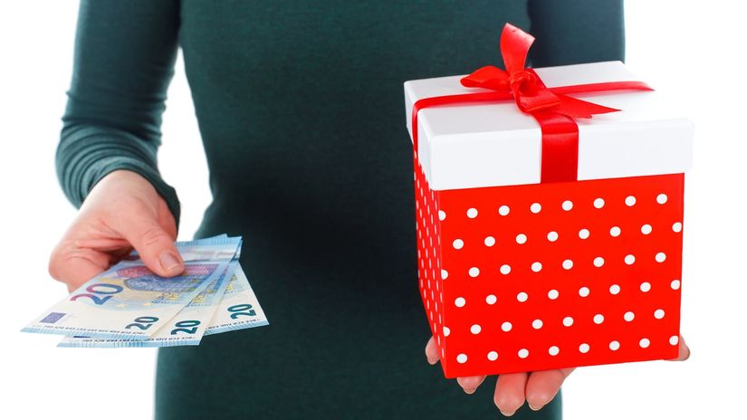 Vianoce, darčeky, euro, nakupovanie