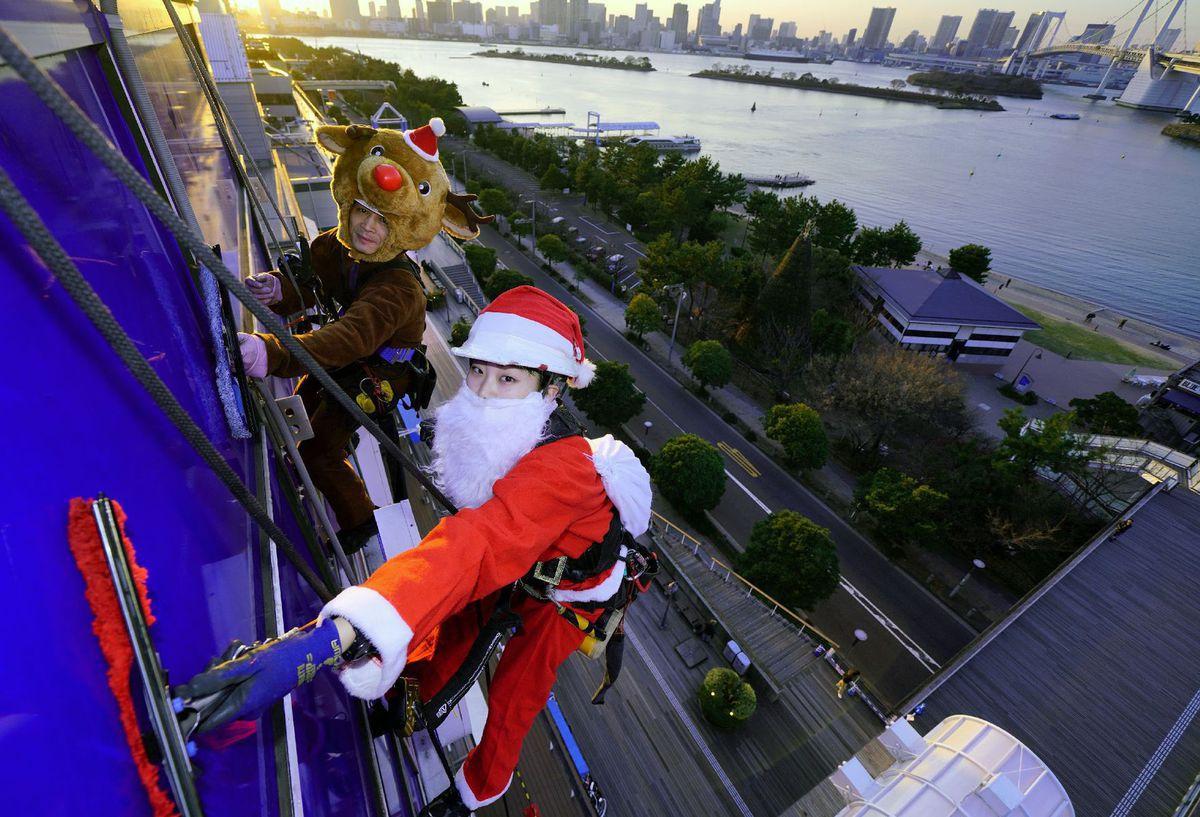 Santa, Vianoce, Japonsko, umývanie, okná