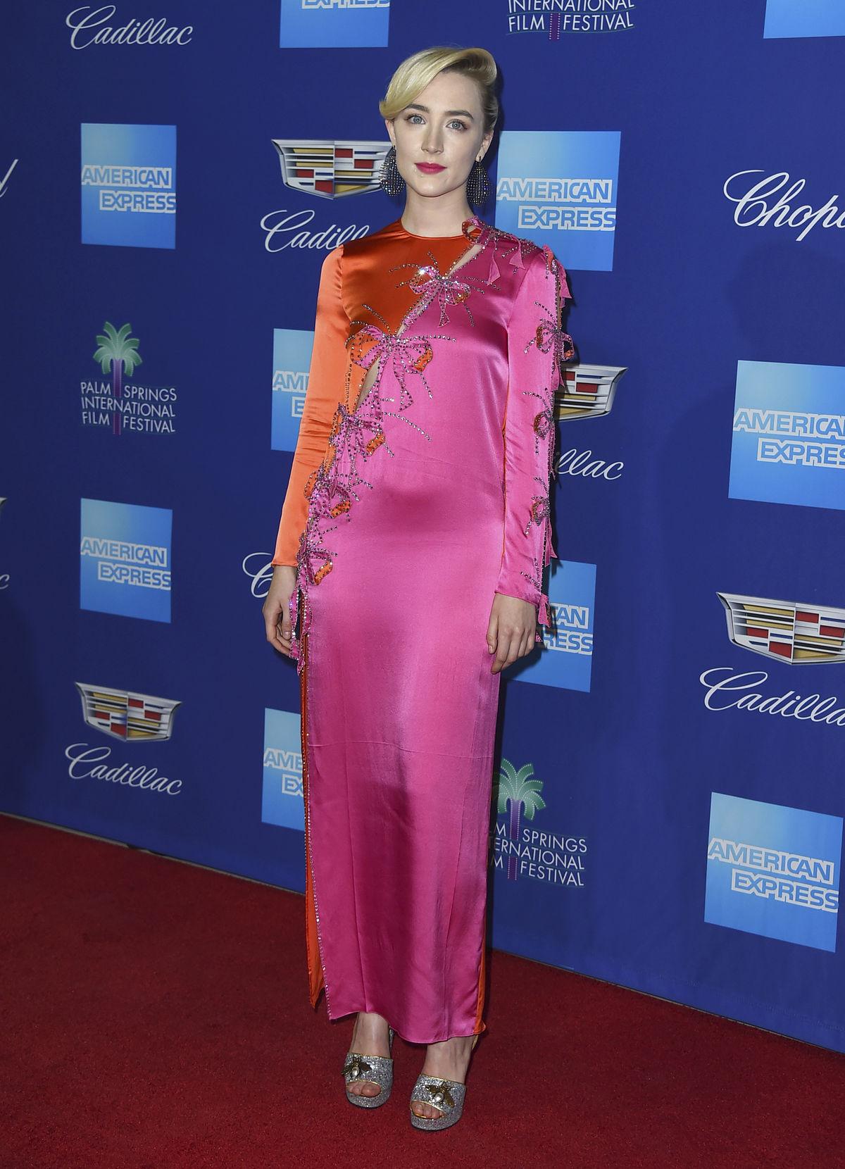 Herečka Saoirse Ronan v kreácii Gucci.