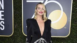 Herečka Margot Robbie v kreácii Gucci.