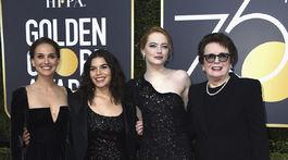Herečka Natalie Portman (šaty Dior), herečka America Ferrera (róba Christian Siriano), herečka Emma Stone (šaty Louis Vuitton) a bývalá tenisová šampiónka Billie Jean King.