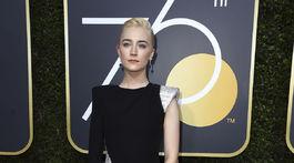 Herečka Saoirse Ronan v kreácii Atelier Versace.