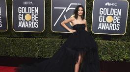 Topmodelka Kendall Jenner prišla v róbe Giambattista Valli.