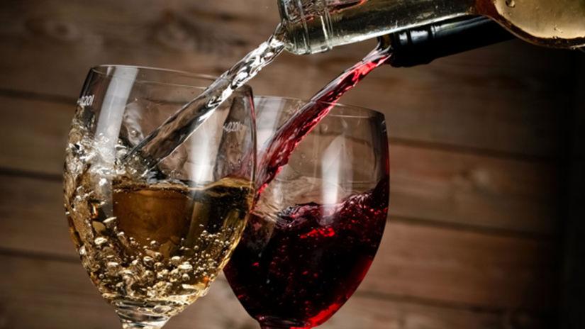 víno, pohár, nalievanie