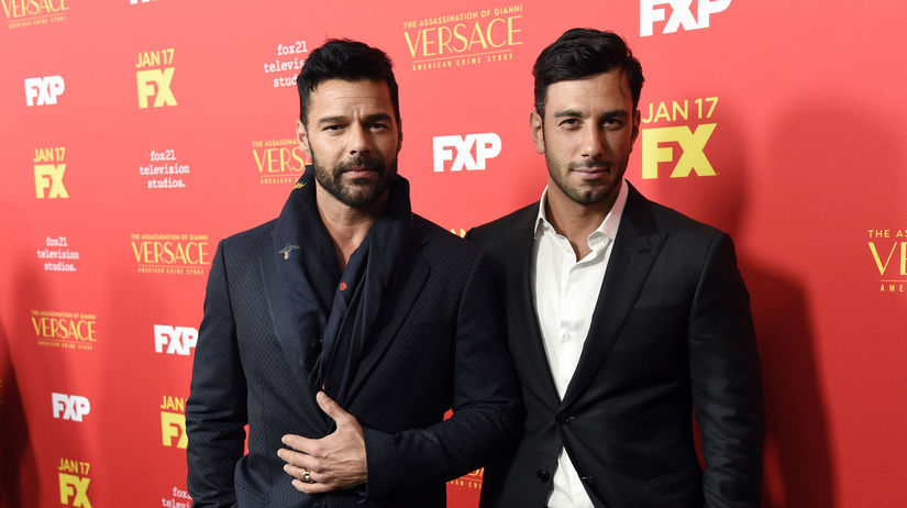 Spevák Ricky Martin (vľavo) a jeho životný...