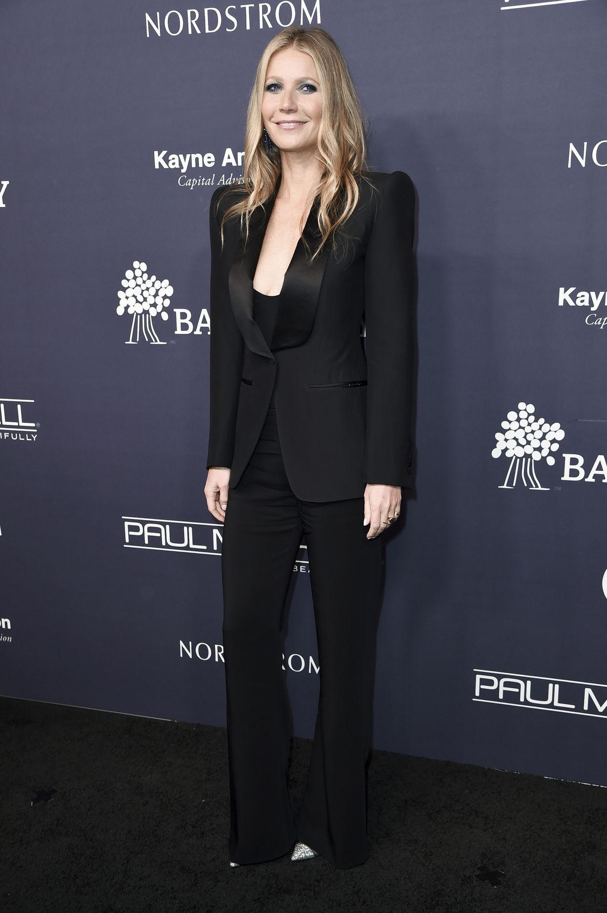 965c05bdf288 Herečka Gwyneth Paltrow a jej dámsky nohavicový kúsok od Toma Forda je  veľmi ženský. Dôvodom
