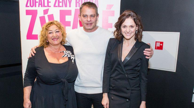 Halina Pawlovská (vľavo) a herečka Klára Issová...