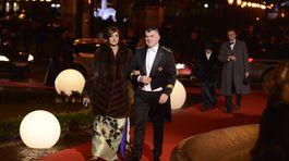 Danica Kleinová a jej manžel prichádzajú spoločne na 18. Ples v opere.