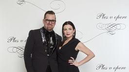 Dizajnér Fero Mikloško a jeho pôvabné garde v šatách z jeho dielne.