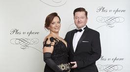 Herec Peter Sklár s manželkou.