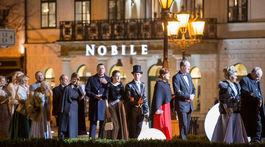 Hostia počas príchodu na 18. ročník Plesu v opere