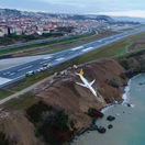 Metre od tragédie: Lietadlo zišlo z dráhy, skončilo kúsok od Čierneho mora
