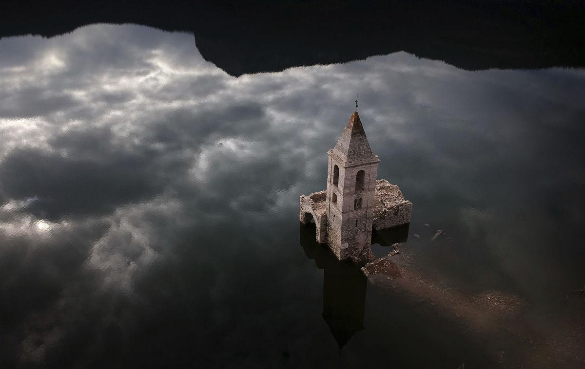 Španielsko, kostol, jazero,
