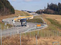 Poliaci dokončia diaľnicu skôr ako Slováci