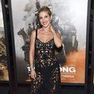 Herečka Elsa Pataky sa predviedla v šatách, ktoré viac odhaľovali ako zahaľovali.