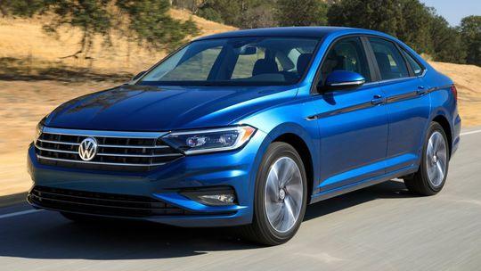 VW Jetta: Nový sedan dobieha Golf. Má 8-stupňový automat