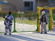 Rusko, škola, útok sekerou, tínedžer, žiaci, pedagóg, vojenská polícia