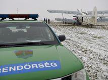 Maďarsko migranti ilegálni lietadlo zadržanie
