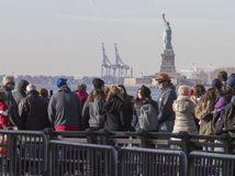 Prvé dôsledky shutdownu v USA: Zatvorené atrakcie i tisíce ľudí na nútenej dovolenke
