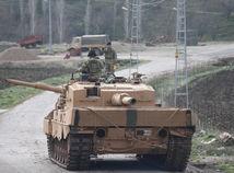 Po náletoch pozemná operácia. Turci vtrhli do Sýrie, útočia na Kurdov
