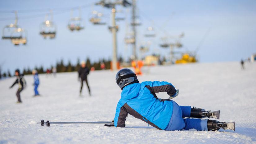 lyžiar, lyžovačka, lyžovanie, zima, pád, sneh,...