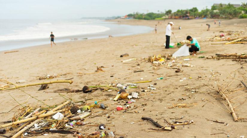 Bali, pláž, odpadky, more, znečistenie