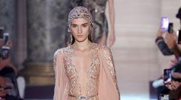 FASHION-PARIS/Modelka na prehliadke Elie Saab Haute Couture Jar-Leto 2018 v Paríži.