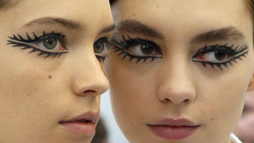 Líčenie očí na prehliadke Christian Dior Haute...