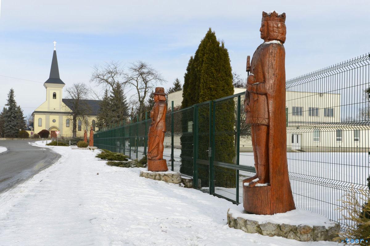 Čečejovce, sochy
