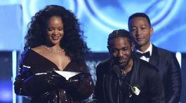 Rihanna a Kendrick Lamar si spoločne prevzali cenu za skladbu Loyalty.