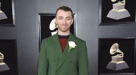 Sam Smith si vzal na seba zelený oblek.