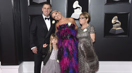 Speváčka Pink vzala na vyhlásenie cien Grammy manžela Careyho Harta, dcérku Willow aj mamu Judith Moore.