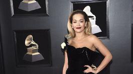 Speváčka Rita Ora prišla v kreácii Ralph & Russo Couture.