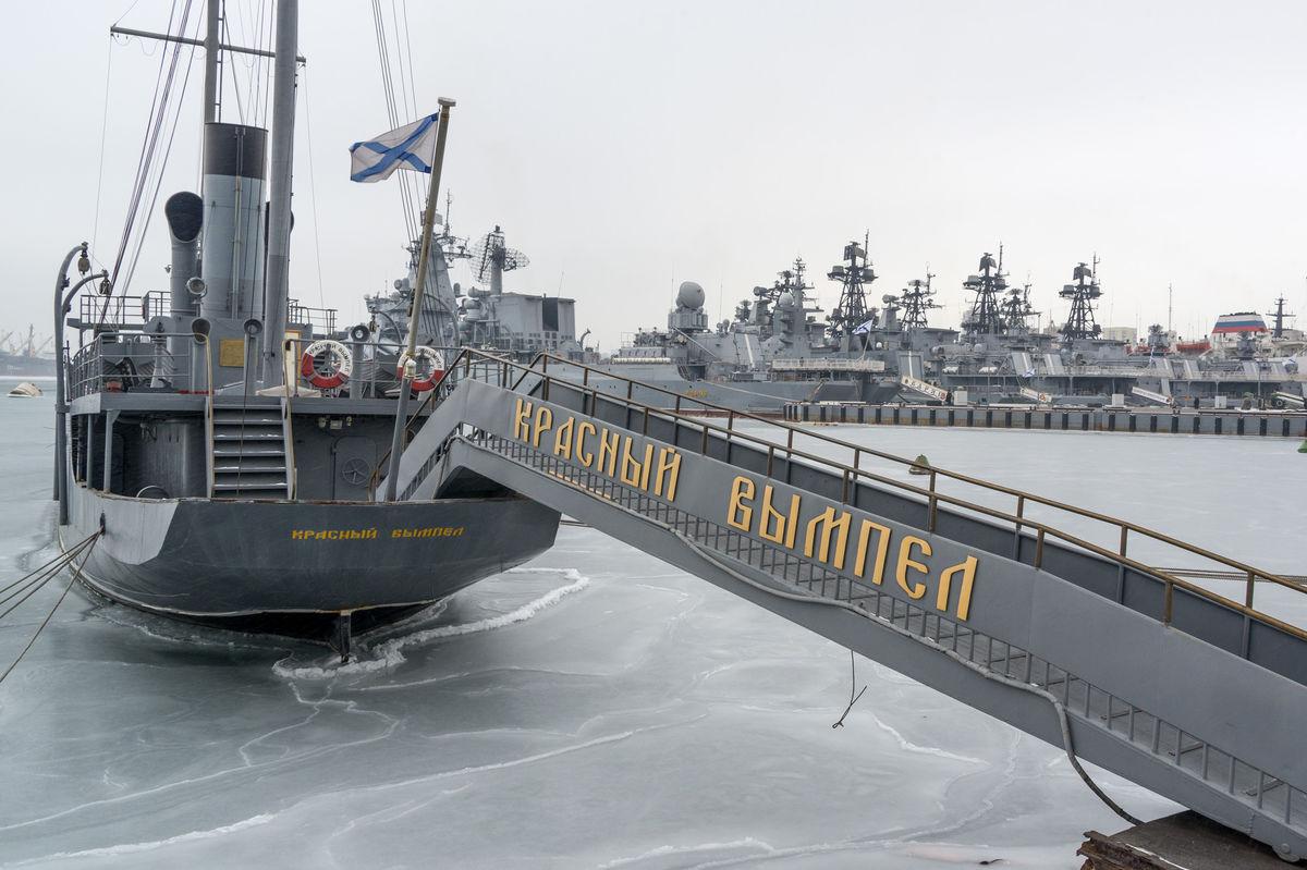 Vladivostok, Rusko, vojenské lode,