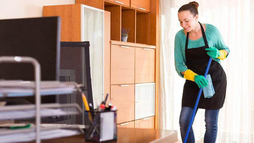 žena, upratovanie, upratovačka, žena v domácnosti