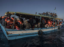 migrant, utečenec, akcia, líbya, stredozemne more, loď