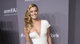 2018 Fashion Week amfAR Dánska modelka Nina Agdal.New York