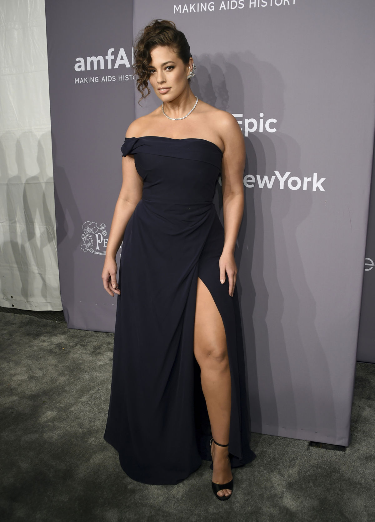 Topmodelka Ashley Graham na akcii amfAR Gala v...