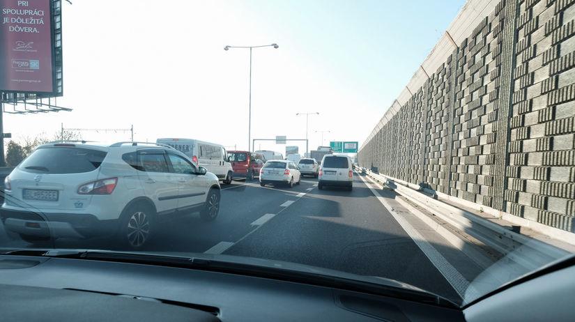 diaľnica, diaľničné známky, autá