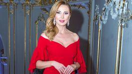 Moderátorka Janette Štefánková stavila na červenú farbu, ale volila elegantne.