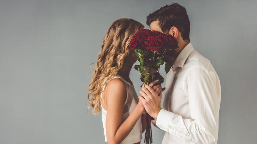 Valentín, ruže, pár