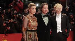 Wes Anderson (v strede) s herečkami Tildou Swintonovou (vpravo) a Gretou Gerwigovou