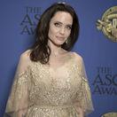 Herečka Angelina Jolie v kreácii Elie Saab Haute Couture.