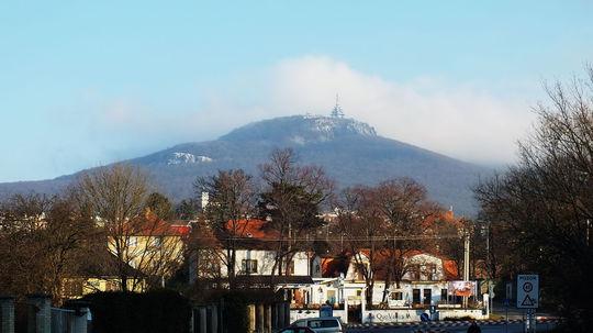 Turistický vláčik bude voziť ľudí aj k Zoborskému kláštoru